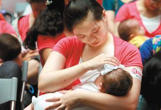 台灣兒科醫學會建議,純母乳哺育四至六個月為宜,並從寶寶四個月大起,可食用營養品來...
