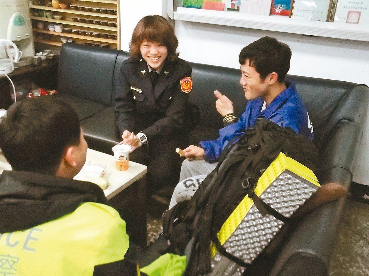 日本人大学生、資金1万円、徒歩のみで台湾一周という意識高い旅を開始→迷子になって警察が保護