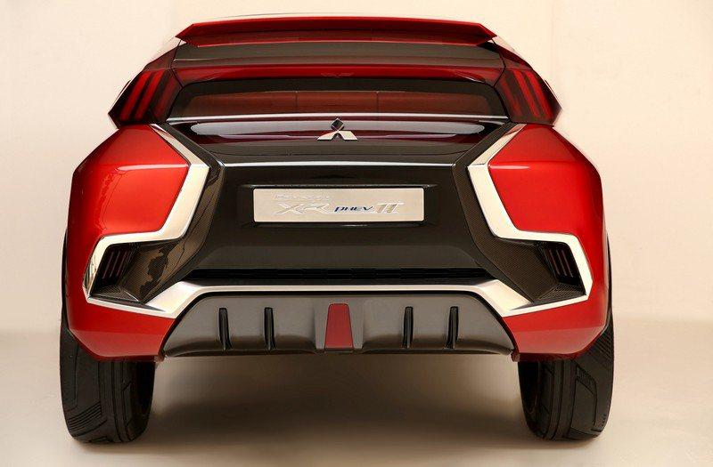 車頭貌主要區塊的設計語彙也應用在後尾上,讓人看得目不暇給。 Mitsubishi...
