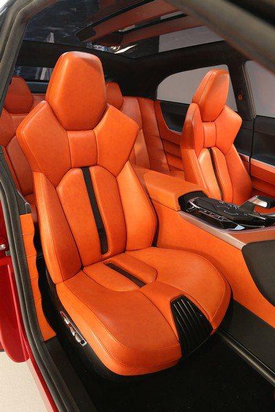 概念車上採用高對比的亮橘色真皮座椅。 Mitsubishi提供