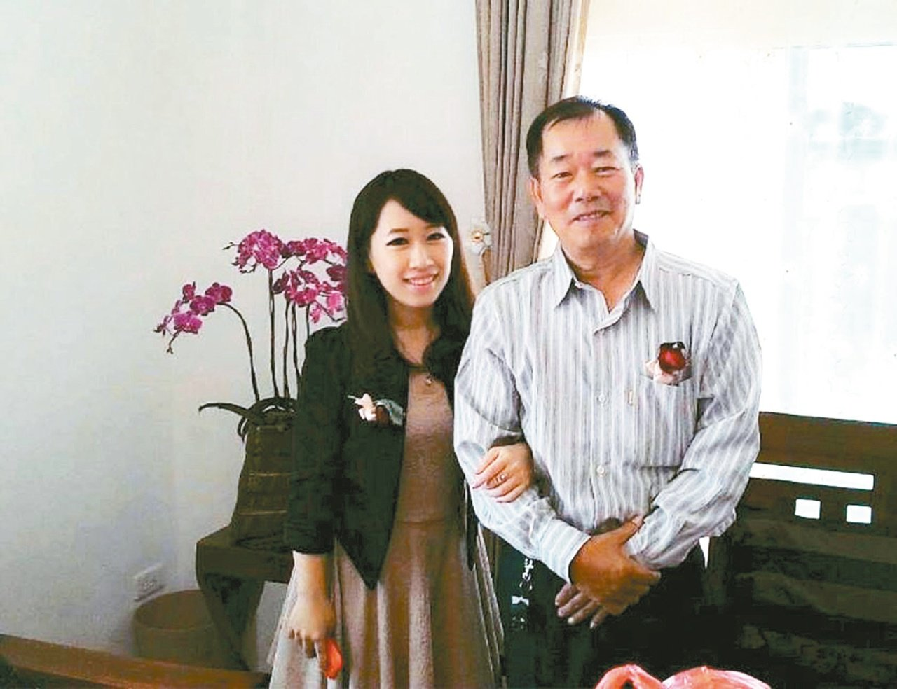 [此文章轉載於聯合報]余佩珊(左)最感謝父親(右)及母親在她準備考試期間,為她擋下親友關心的壓力。 圖/余佩珊提供