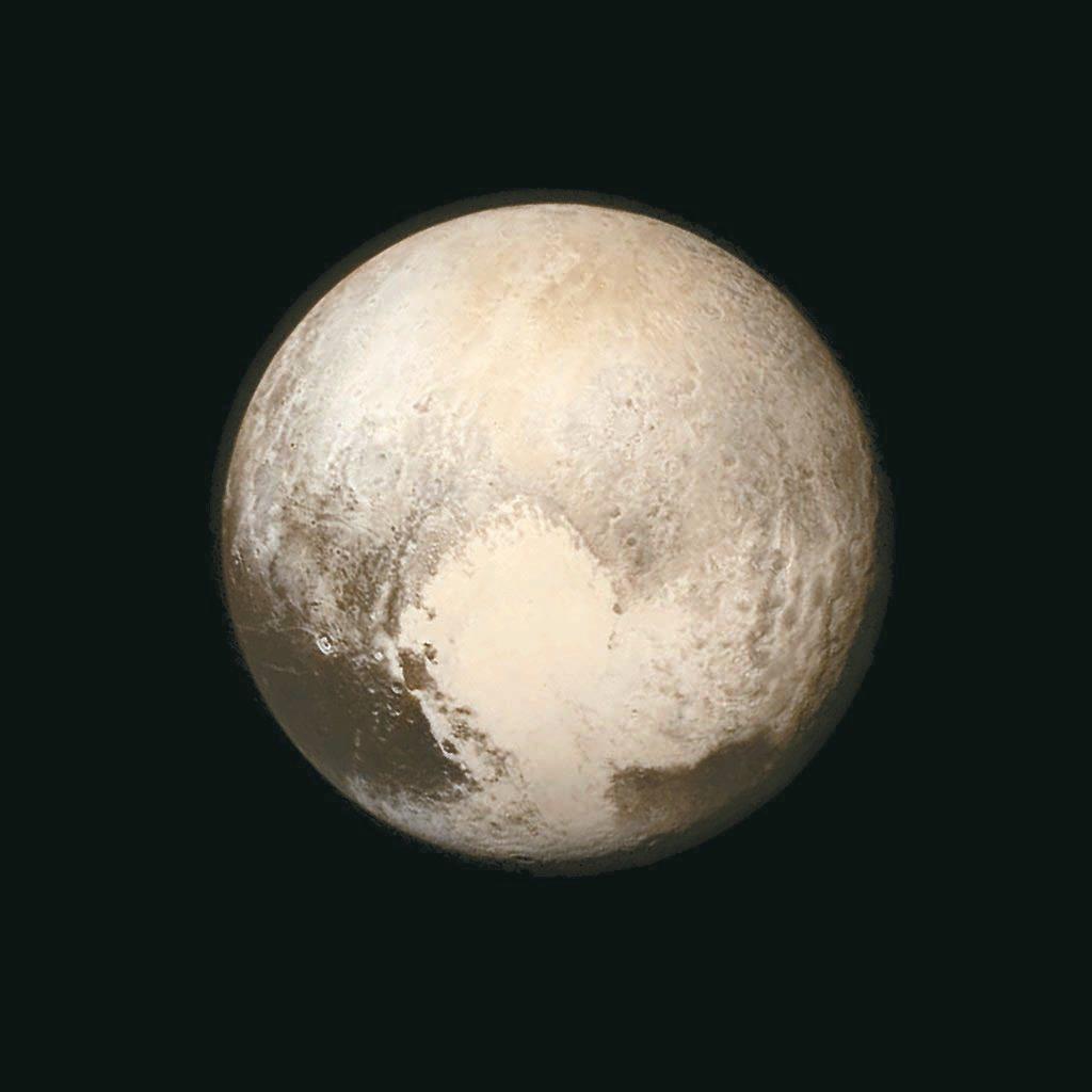 新地平線號十三日距離冥王星七十六萬八千公里處拍到的照片,南半球一大片明亮的心形地帶清晰可見。 路透