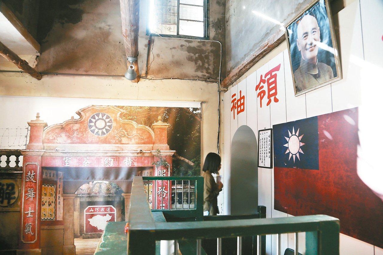 金門縣政府重建「軍中樂園」拍片場景,圖為片中特約茶室的一隅。 記者林俊良/攝影