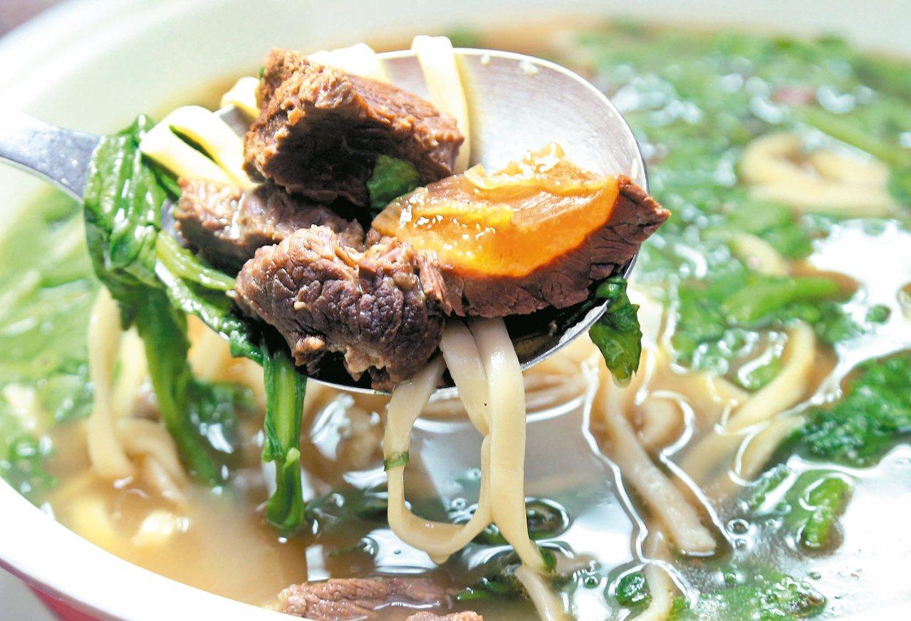 高坑牛肉店的牛肉麵。 記者林俊良/攝影