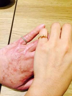 姊姊的手和伃均的手。  鄭伃均提供