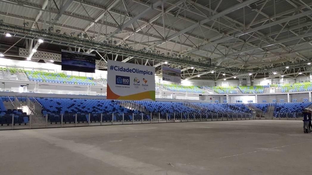 跆拳道場館位於奧林匹克公園內,場地內的觀眾席用了許多漸層顏色、亂數交錯,主辦單位...