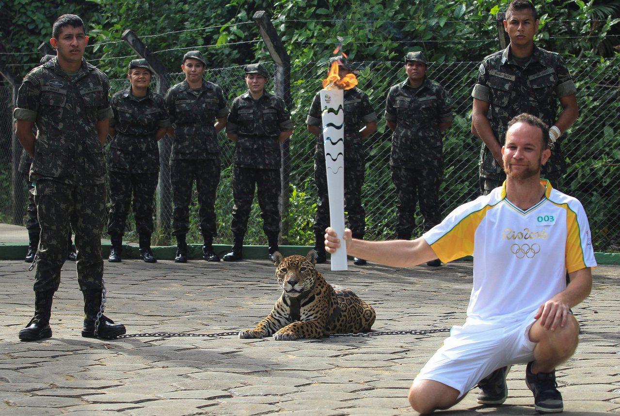 巴西里約奧運狀況連連 聖火險遭路人熄滅 | 文章內置圖片