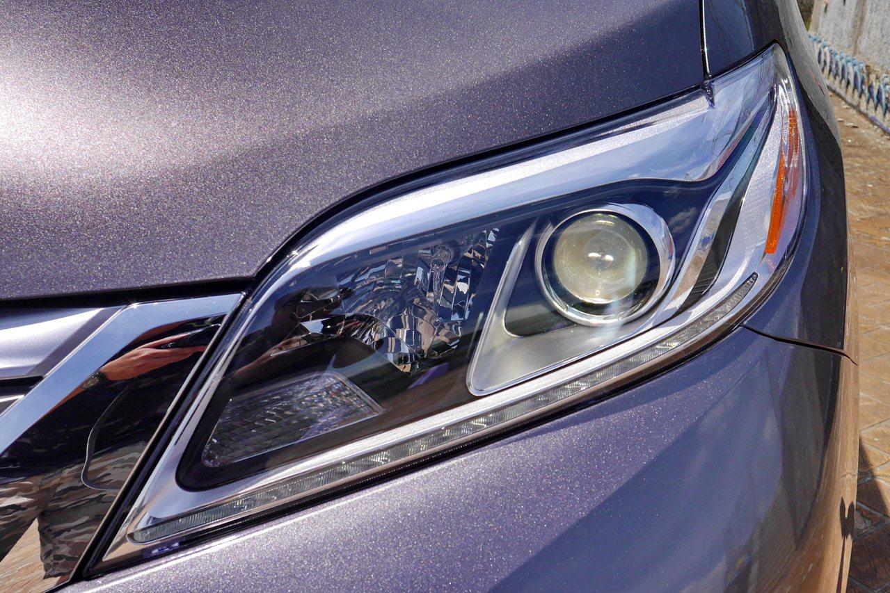 Limited車型採用HID頭燈及LED日行燈。 記者陳威任/攝影