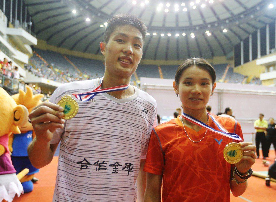 中華隊好手周天成(左)與戴資穎(右)奧運羽球籤運不錯,晉級單淘汰賽的16強不成問...