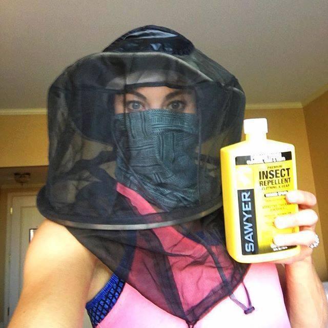 美國女足球門將索蘿為防茲卡病毒全副武裝。 圖取自索蘿粉絲團