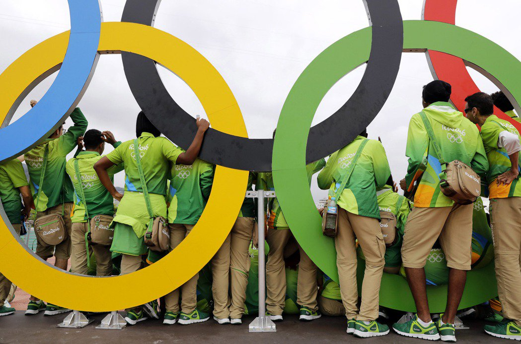 「世界經濟論壇」列出改變歷史的奧運9大時刻,包含有運動員「打臉」希特勒的企圖。 ...