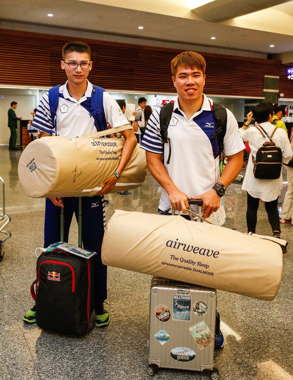 黃士峰(右)和向俊賢是中華田徑隊的奧運田賽代表。     記者鄭超文/攝影