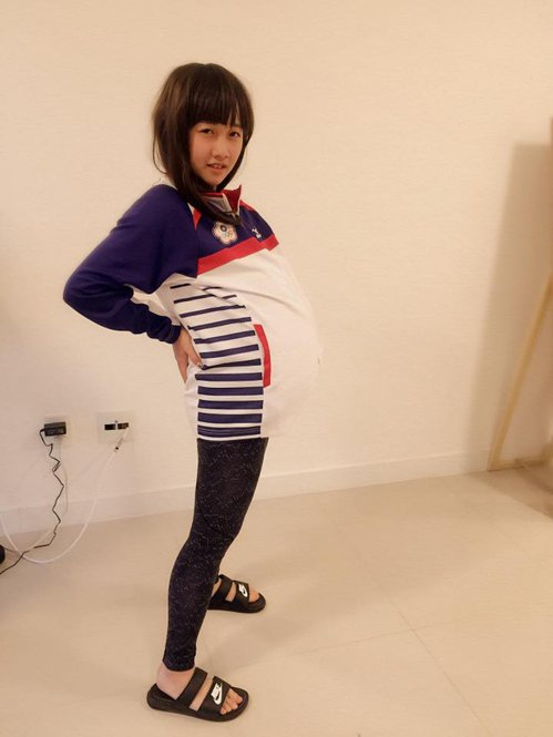 射擊國手吳佳穎假裝孕婦挺著大肚子,希望能夠順利生產獎牌。 圖/擷自吳佳穎臉書
