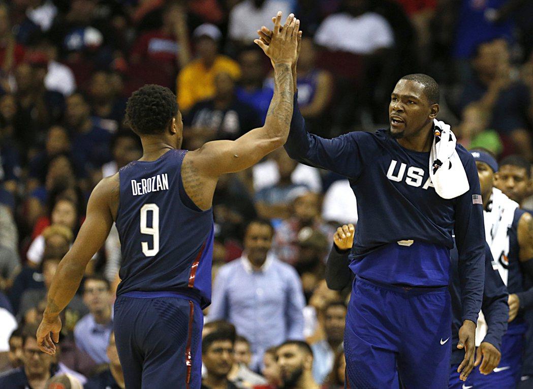 美國夢幻籃球隊今天進行最後一場熱身賽,以110:66擊敗奈及利亞,在熱身賽取得5...