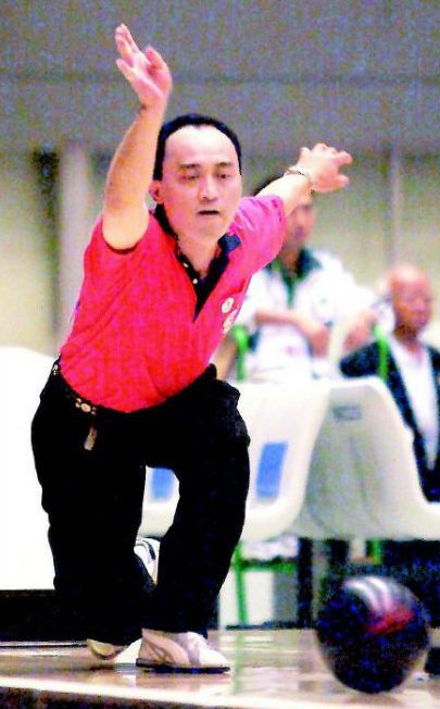 砍殺員警的廚師吳志展曾是保齡球國手,曾在2001年代表中華隊出征東亞運,以準確的...