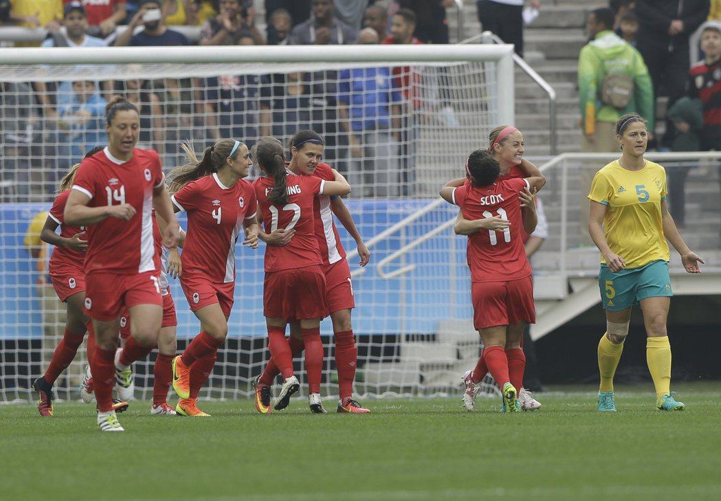 加拿大女足在奧運開幕前率先創下紀錄,踢進奧運史上最快的一顆進球,最後也以2:0戰...