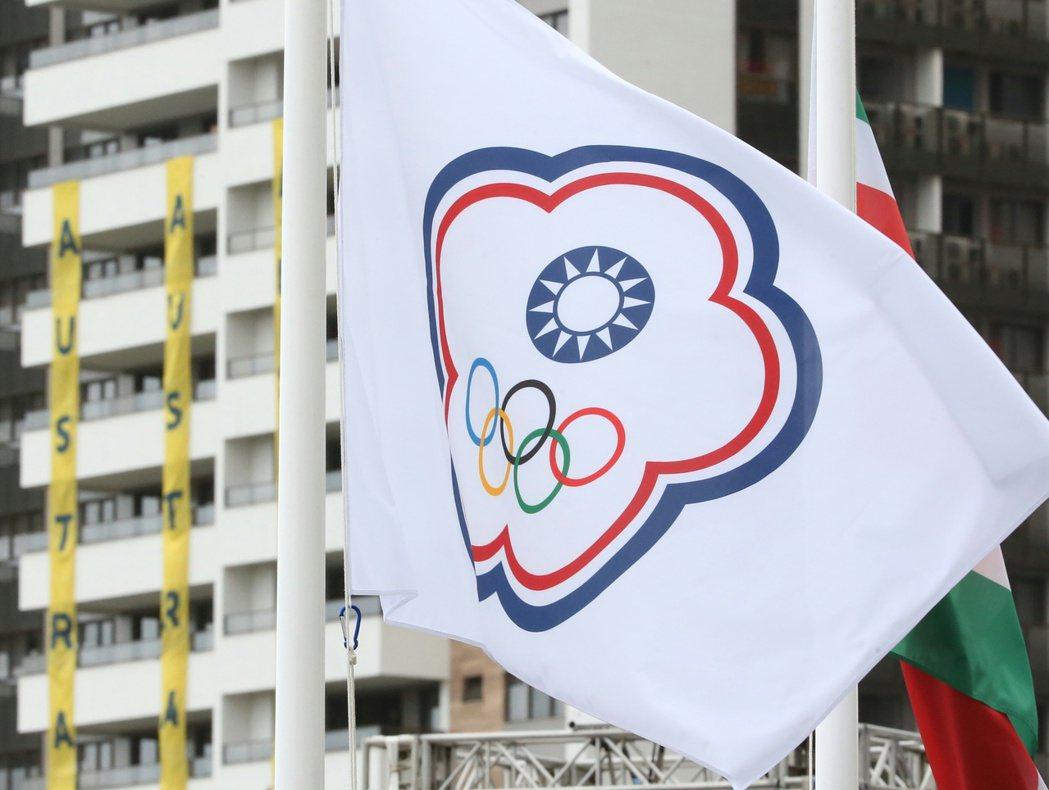 中華臺北會旗在選手村緩緩升起。特派記者陳正興/攝影