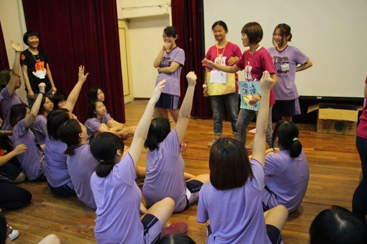 中華民國更生少年關懷協會「616少年夢工廠」本周在台北少年觀護所舉辦暑期更新轉化...