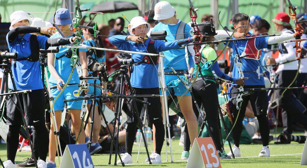 里約奧運女子射箭排名賽下午展開,前6輪射完,中華隊譚雅婷、林詩嘉、雷千瑩目前團隊...