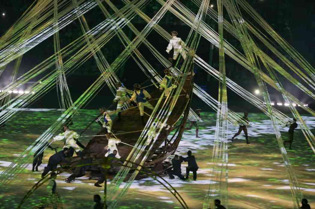 里約奧運開幕儀式表演節目「生命的起源」,利用3D投影技術互動呈現出從生命誕生到土...