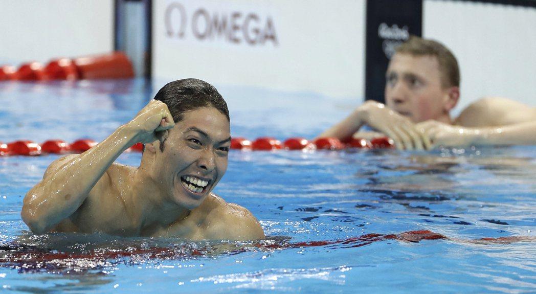 400公尺個人混合式,日本選手萩野公介在以4分06秒05拿下金牌。 美聯社