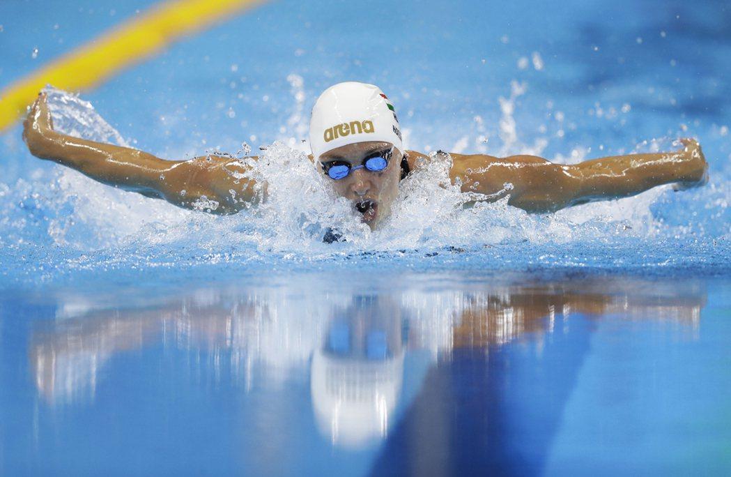 匈牙利女泳將霍斯祖(Katinka Hosszu)在女子400公尺混合式奪金,同...