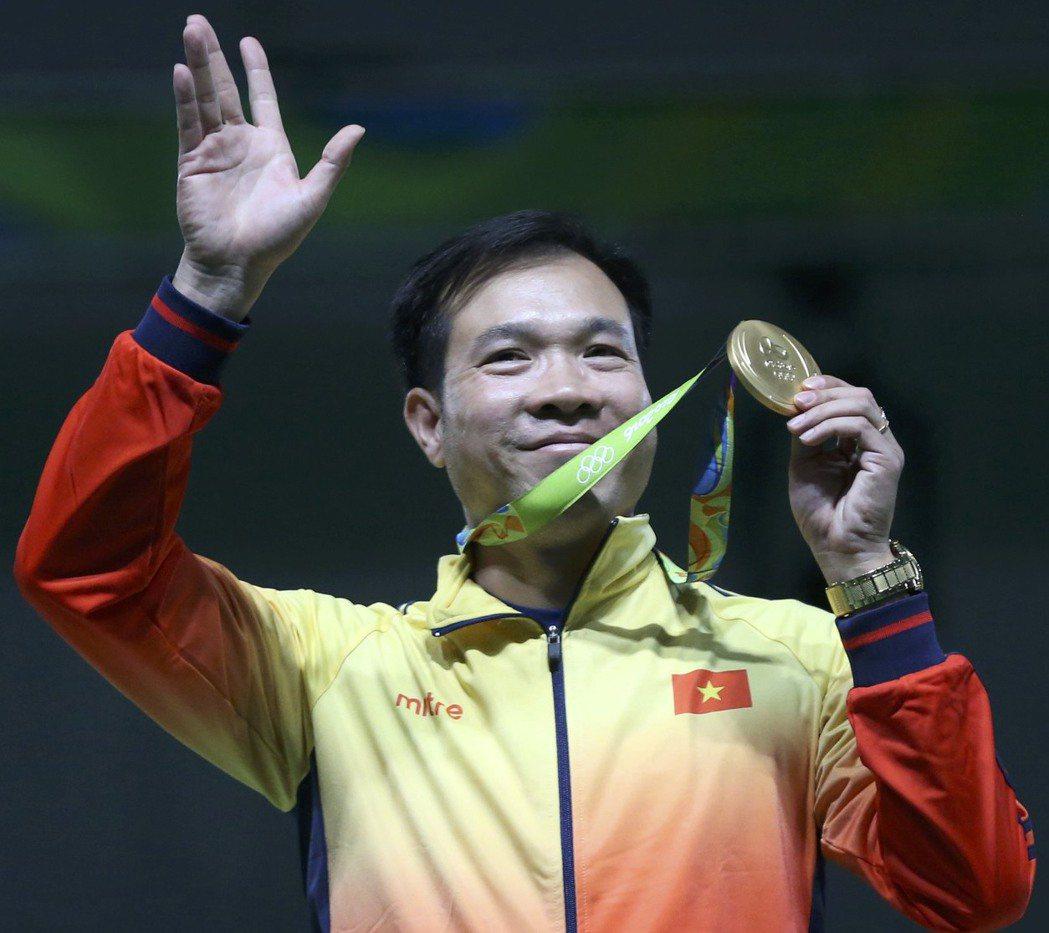 越南選手黃春榮奪得金牌,這也是越南史上首金牌。(路透)
