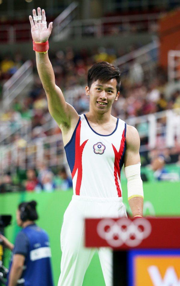 睽違16年再度代表台灣出戰奧運的體操國手李智凱下午出賽,在鞍馬項目總得分14.2...