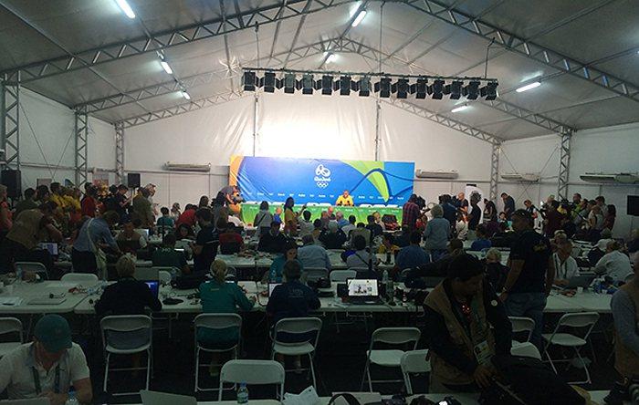 馬術比賽場地旁的媒體中心帳篷遭子彈射穿。 圖擷自Horse & Hound