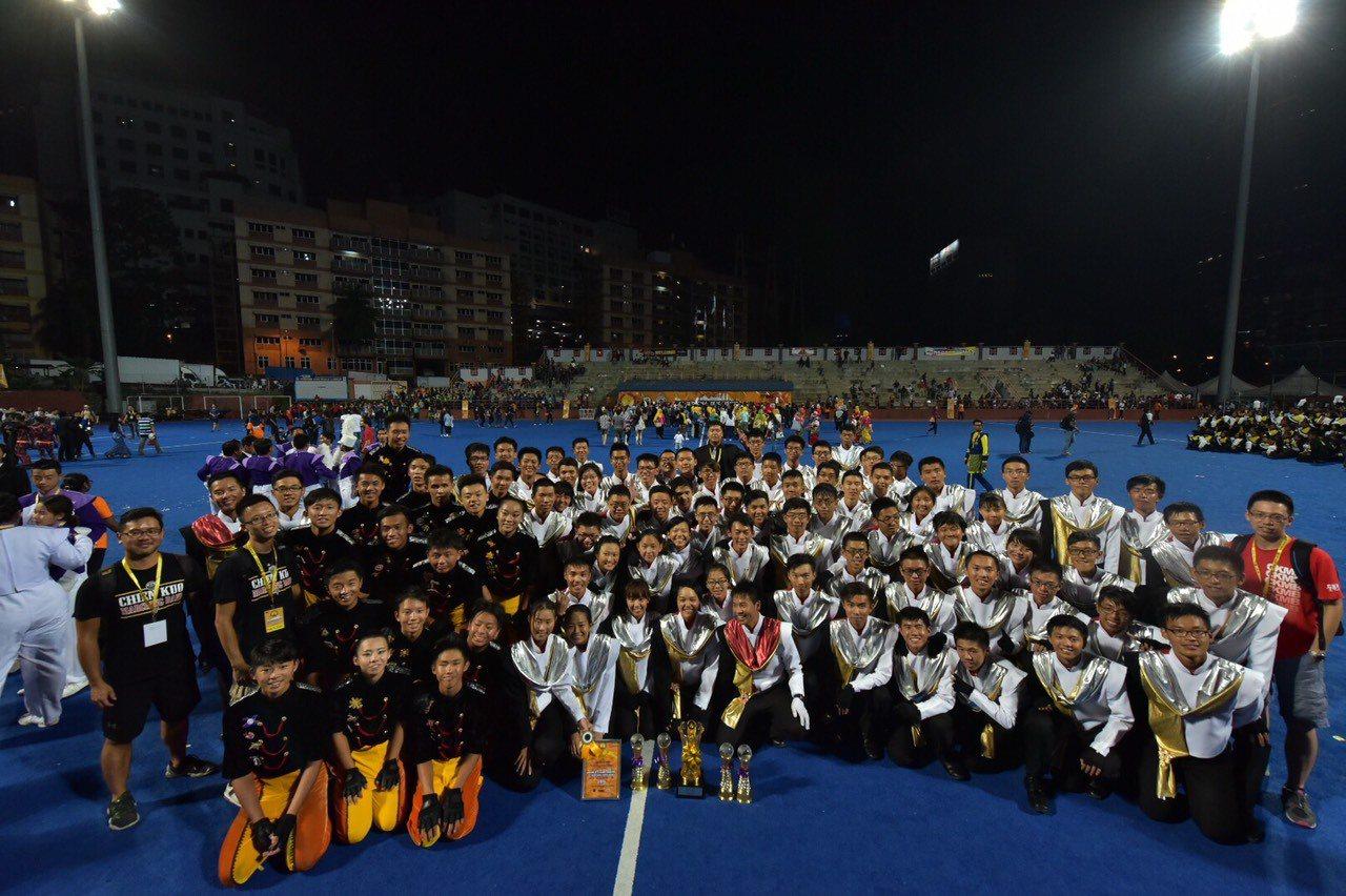 2016年世界樂旗大賽今晚在馬來西亞吉隆坡結束為期四天的賽程,建中樂旗聯隊從激烈...