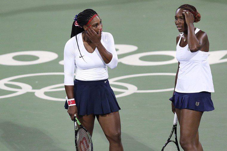 美國姊妹花大威廉絲和小威廉絲今天在里約奧運網球女雙首輪爆冷,敗給捷克組合莎伐洛娃...
