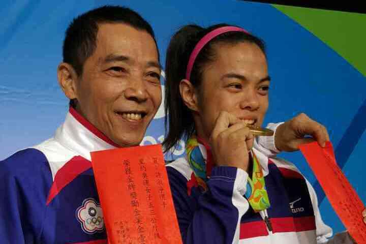 許淑淨(右)和教練蔡溫義感情好。特派記者彭薇霓/里約7日電