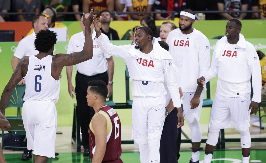美國男籃今天在預賽第二場113:69痛宰委內瑞拉,預賽二連勝。 美聯社