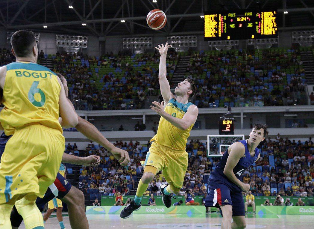 澳洲男籃成員一半打過瓊斯盃。 美聯社