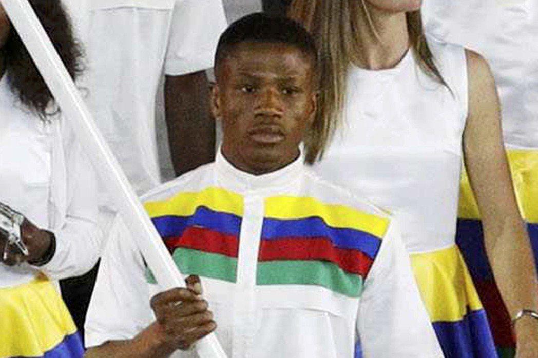 奧運開幕式中,朱尼厄斯擔任納米比亞國家隊掌旗手。 圖/路透社