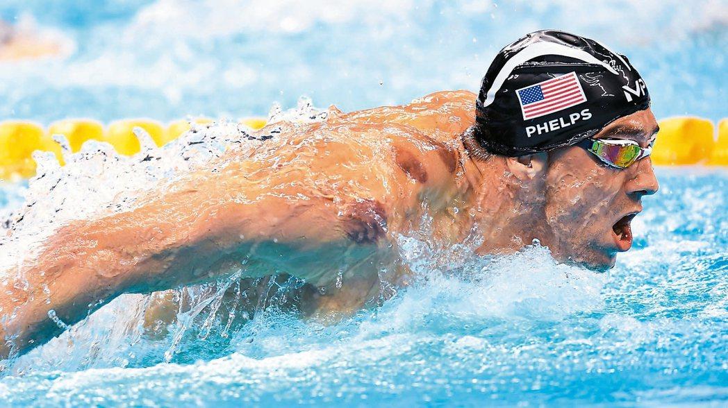 美國游泳名將菲爾普斯也拔火罐,出賽時露出紅印。 歐新社