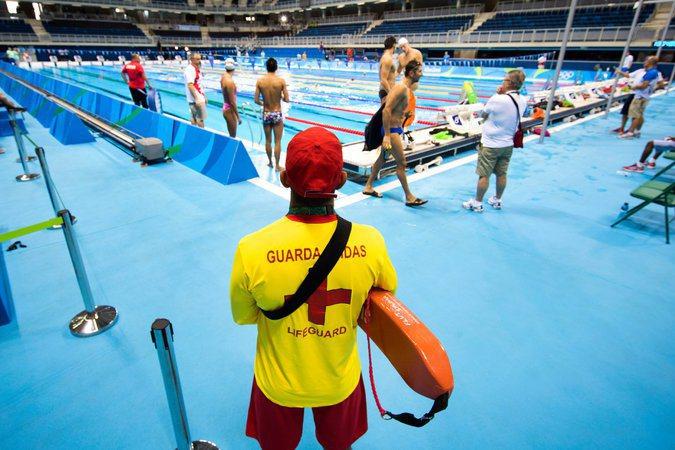 自1904年奧運加入跳水項目以來,就未曾發生過意外,救生員身上的口哨、漂板和救生...