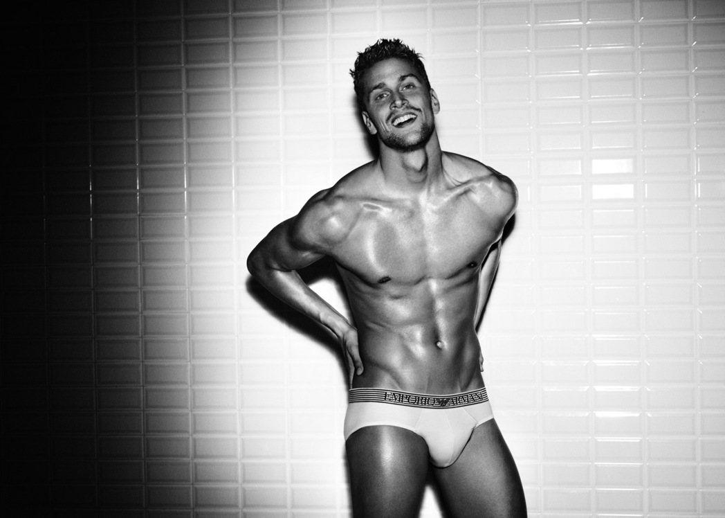 拍過Armani廣告的義大利游泳好手盧卡多托(Luca Dotto)也是備受關注...