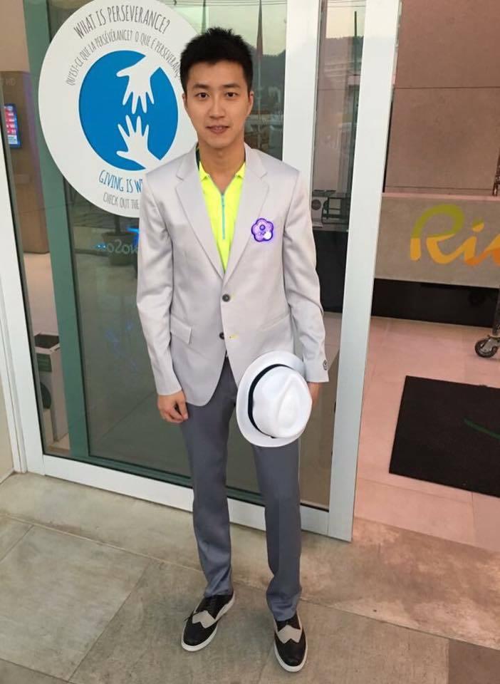 台灣桌球好手江宏傑把本屆中華隊飽受批評的團服穿得很好看而在網路上掀起熱議。圖/摘...