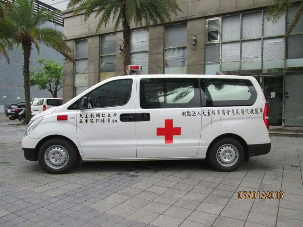 郭婞淳愛心捐的救護車。圖/ 羅東聖母醫院提供