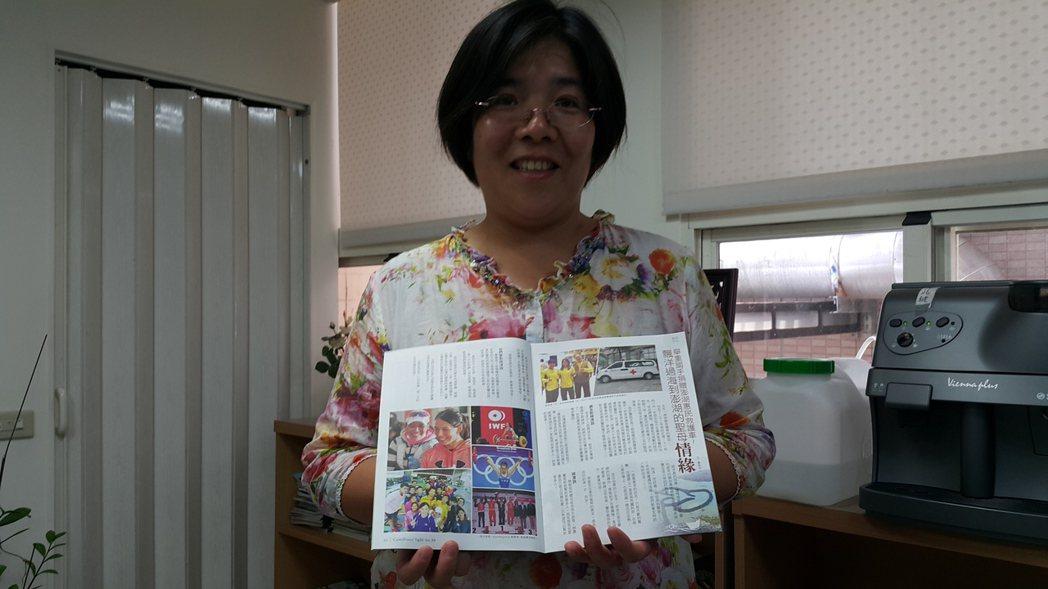 郭婞淳愛心捐救護車, 刊載在天天主教靈醫會的會訊上。 記者廖雅欣/攝影