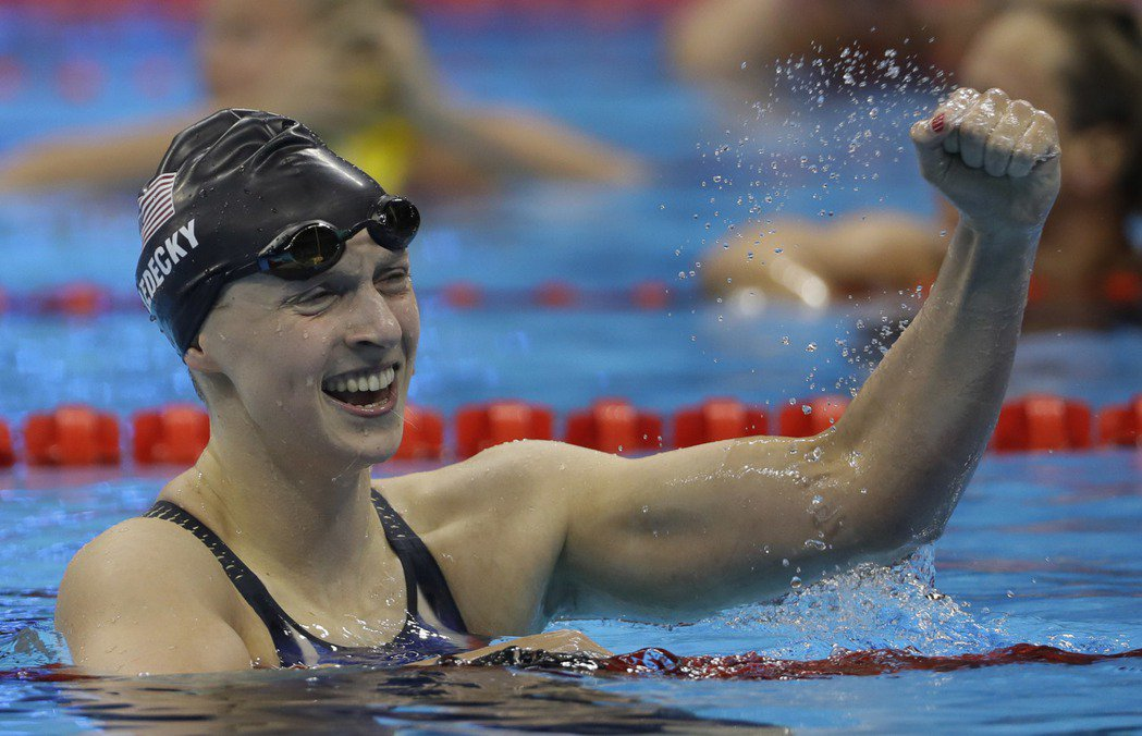 美國女子泳壇新星雷德基(Katie Ledecky)今天在女子200公尺自由式拔...