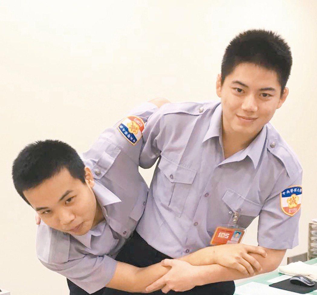 連珍羚弟弟連英傑(右),從警前也當過柔道國手。 記者呂筱蟬/攝影