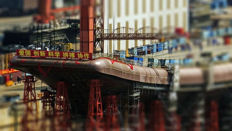 有網友曝光中國自製航母安裝滑躍甲板的照片,至此新航母的輪廓大體已完整。(取材自環...