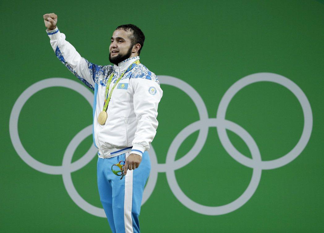 哈薩克好手拉西莫夫在奧運男子舉重77公斤級挺舉,將世界紀錄提升4公斤至214公斤...
