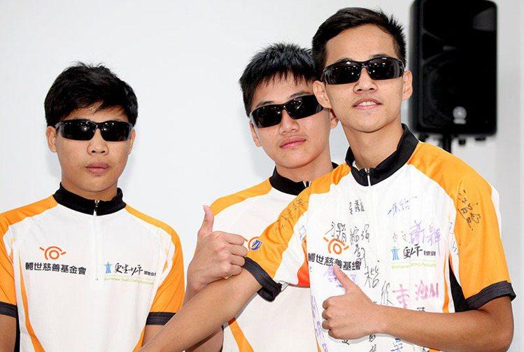 更生關懷協會少年們將挑戰1000公里單車環島。(photo by 盧明正台灣醒報...