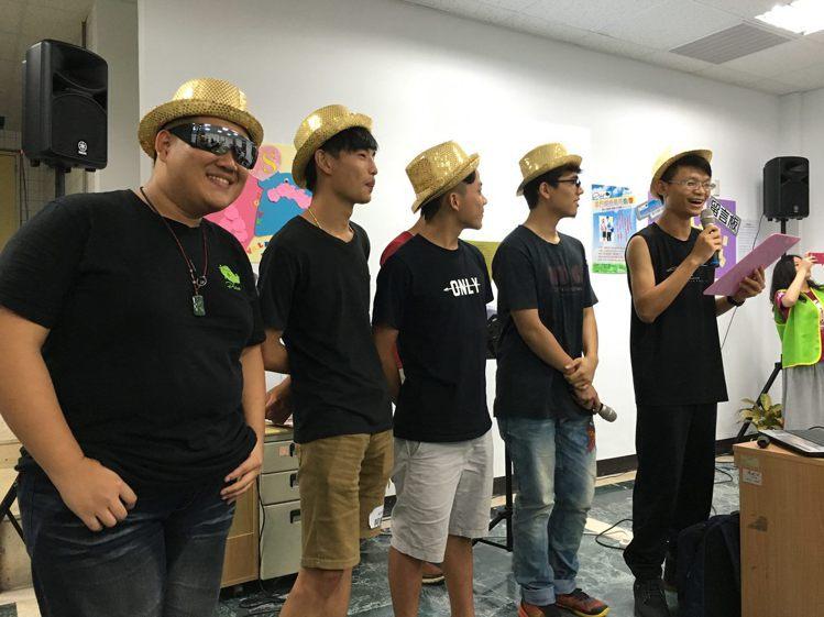 新北市少年培力園有感時下青少年網路成癮及青少年性行為問題日漸嚴重,邀請38位青少...
