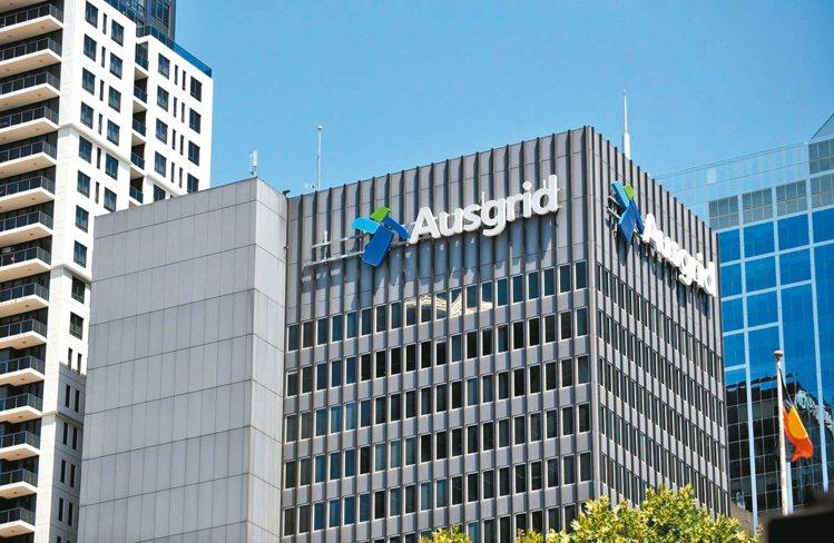 澳洲財政部長莫里森十一日以國安疑慮為由,宣布將不接受中國國家電網公司與李嘉誠旗下...