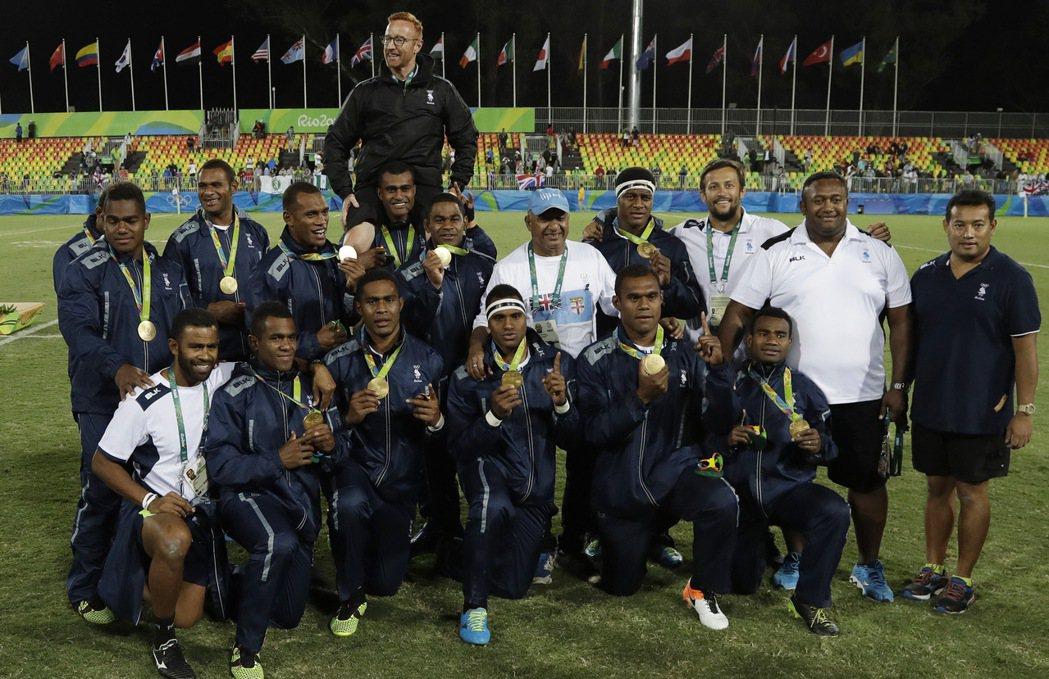 七人制橄欖球相隔92年首度重返奧運競賽種類,斐濟奪下七人制橄欖球重返奧運後的第一...