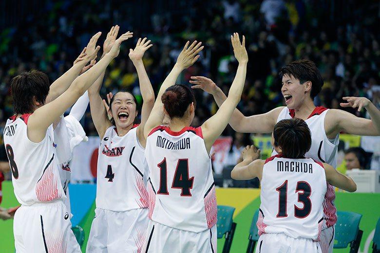 日本女籃在預賽以82:66大勝地主巴西,展現與過去完全不同的作戰風格。 美聯社